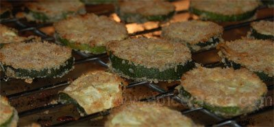zucchini-chips-on-rack.jpg